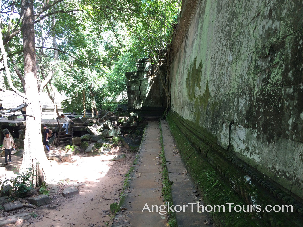 First Inner Ring Wall With Walkway Beng Mealea
