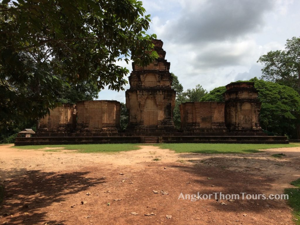 Prasat Kravan From The Road